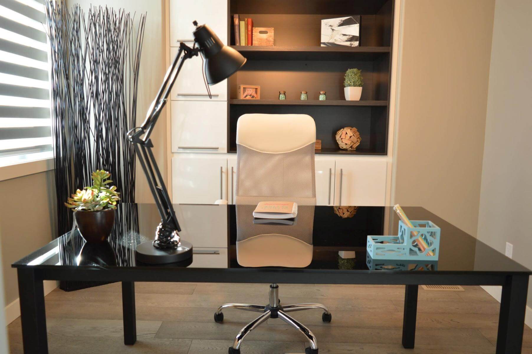 Learning the Advantages of Choosing Custom-Made Office Furniture